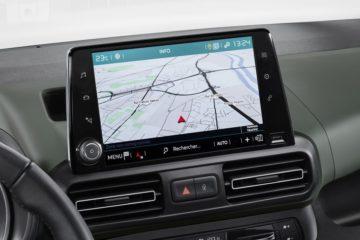 8インチタッチスクリーンはAppleCarPlay/AndroidAuto対応