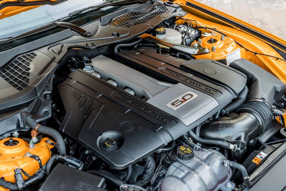 フォード マスタング ファストバック 5.0 V8 エンジンルーム EU仕様