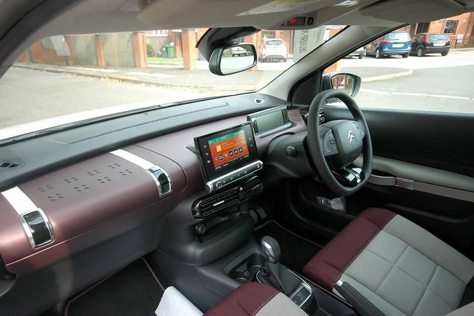 ほぼ新車、シトロエン C4カクタス 1.2 Puretech110 EAT6