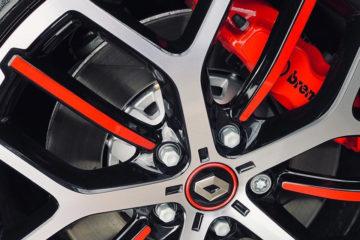ルノー メガーヌ RS300 トロフィー 1.8 TCe 5Dr 6MT