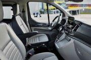 TITANIUM 6AT車のフロントシート