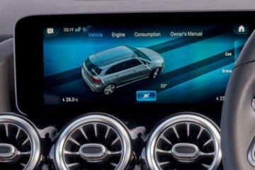 大画面ディスプレイには各種車両情報も表示可能