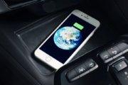 スマートフォンのワイアレス充電機能もサポート