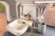 トイレのほかに折畳式洗面台を装備