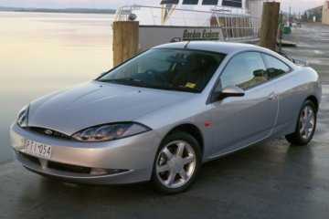 かつて販売されていたフォード クーガー(Cougar:1998年)