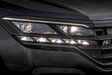 新採用のLEDマトリクスヘッドライト