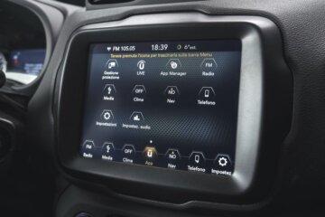 インフォテイメントシステムは最新のU-Connectを採用