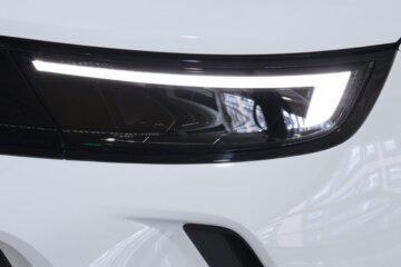 上級モデルにも採用されるINTELLILUX MATRIX LED